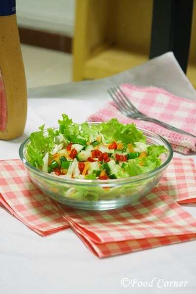 Healthy Lettuce Salad with Thousand Island Dressing