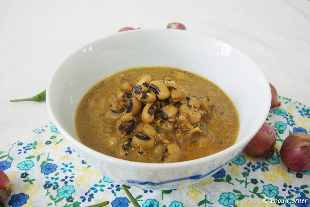 Sri Lankan Cowpea curry with coconut paste