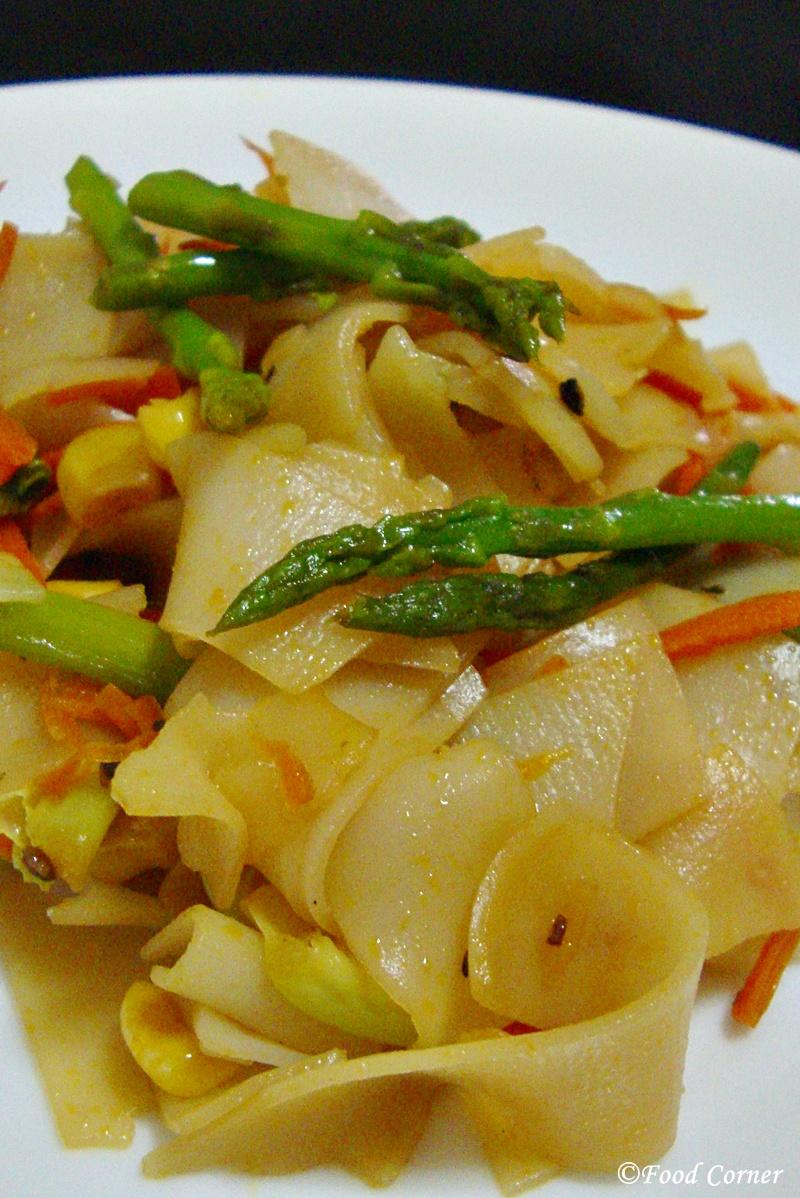 Stir-fried-flat-rice-noodles-2