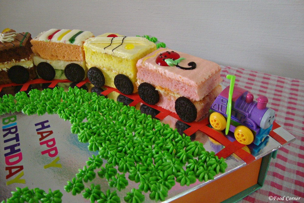 Awesome Easy Train Birthday Cake Food Corner Funny Birthday Cards Online Fluifree Goldxyz