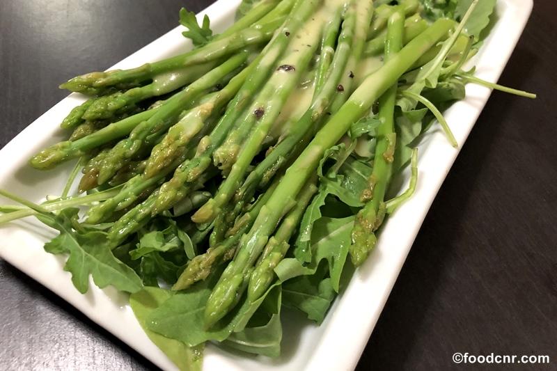 Asparagus with lemon dressing
